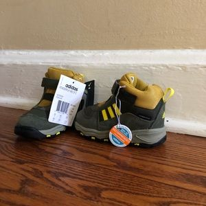 NWT Adidas Toddler Snow Shoes Size 5